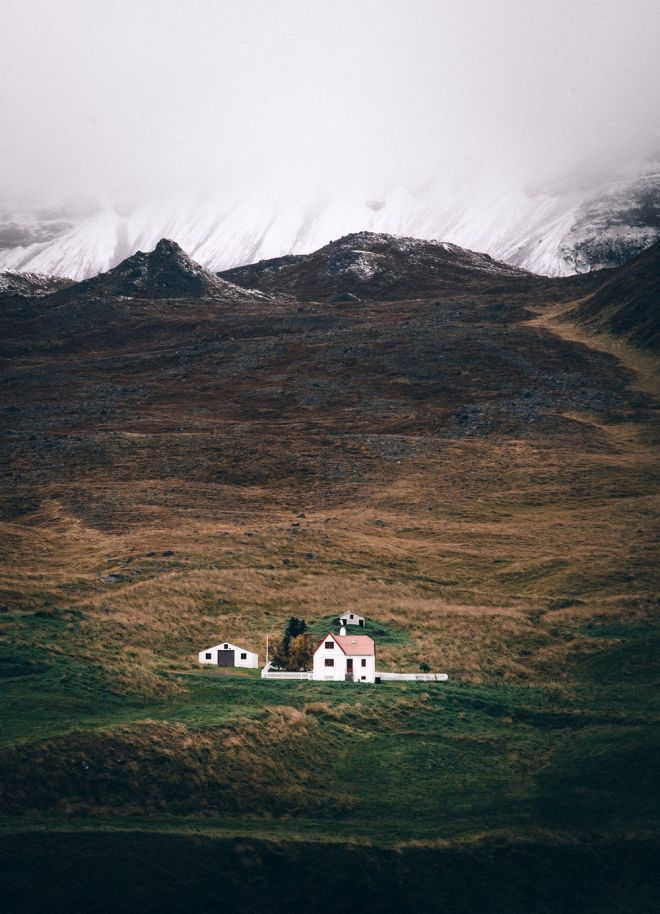Lonely farmhouse in Iceland - landscape photography by Adam Biernat